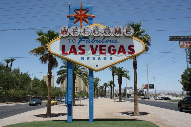 Las-vegas-sign-01